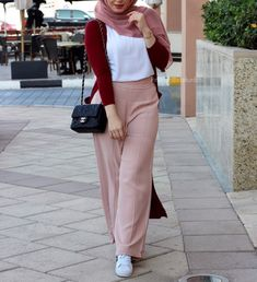 Nihalbasha mode hijab en 2019 hijab fashion hijab outfit et. Modern Hijab Fashion, Muslim Women Fashion, Hijab Fashion Inspiration, Modest Fashion, Fashion Outfits, Casual Hijab Outfit, Hijab Chic, Hijab Dress, Modele Hijab