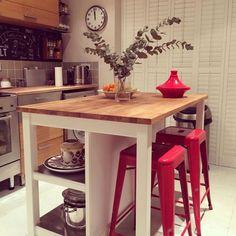 """442 Likes, 8 Comments - DeSillas.com (@desillascom) on Instagram: """"Si te falta espacio gánalo con #Tolix www.desillas.com #deco #decoracion #cocinas…"""""""