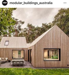Timber Architecture, Minimalist Architecture, Architecture Design, Ranch Exterior, Dream House Exterior, Arch House, Facade House, Scandinavian Design House, Residence Senior