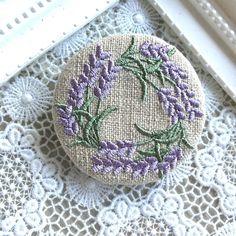 いいね!97件、コメント9件 ― E.Okadaさん(@nekoneko1166)のInstagramアカウント: 「#embroidery #刺繍ブローチ」