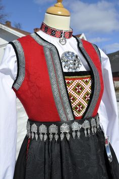 Folk Costume, Costumes, Norwegian Clothing, Norwegian Vikings, Viking Clothing, Scandinavian Fashion, Folk Embroidery, Folk Fashion, Welsh