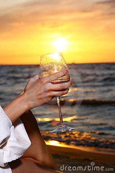 wine and the ocean. Sweet White Wine, Alcoholic Drinks, Ocean, Sunset, Beach, Glass, Spaces, Photos, Liquor Drinks