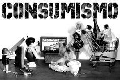 Estampa camiseta - Conceito consumismo - Trabalho - TV - Compras - Bonecos - Fotografia - Atualidade - Pri Emanuella Fotografia Conceitual