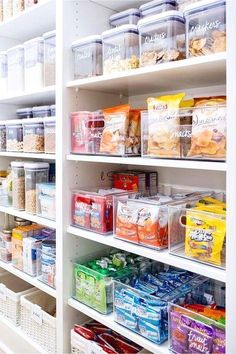 Makeover Your Walk-In Pantry! Use Labeled Clear Canisters, Bins and Kitchen Orga… Makeover Your Walk-In Pantry! Use Labeled Clear Canisters, Bins and Kitchen Organizers to Declutter Your Pantry Shelves – Kitchen Pantry Closets That Are Perfectly Organi Kitchen Organization Pantry, Home Organisation, Diy Kitchen Storage, Kitchen Organizers, Organized Pantry, Kitchen Cabinets, Kitchen Backsplash, Food Storage Organization, Refrigerator Organization