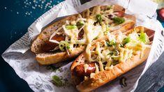 Japanilaiset hodarit kootaan chorizoista ja kaalisalaatista. Hodarit saavat japanilaista makua wasabimajoneesista ja gomashiosta eli seesaminsiemensuolasta. Hot Dogs, Hot Dog Buns, Chorizo, Cheesesteak, Vegetable Pizza, Hummus, Tapas, Yummy Food, Bread