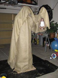 "Monster Mud Reaper: Parts List 2 – 90 degree PVC elbows 3 – 45 degree PVC elbows 1 – PVC Cross 2 – 1 "" --> PVC Adapters 1 – 1 ¼"" PVC Pipe 1 – PVC Cap ¼"" screws 1 – Metal hook with screw end ~ of chicken wire 1 – 1 ½"" steel flange 1 – 1 . Halloween Forum, Halloween Projects, Holidays Halloween, Spooky Halloween, Halloween Party, Halloween Goodies, Halloween Scene, Halloween 2020, Halloween Costumes"
