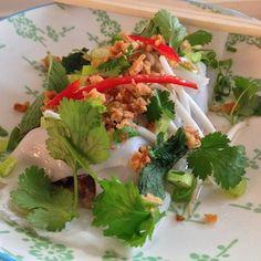 Bahn Cuôn | gestoomde gevulde rijstdeegpannenkoek met gehakt en paddestoelen @ Ramen Noedelbar (Gent)