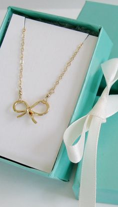sweet bow necklace. would make a lovely bridesmaid gift!
