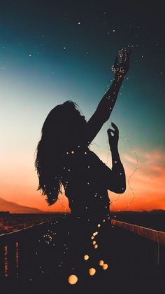 Wallpaper girl with sky night sunset background Wallpaper girl with sky night sunset background - Photography a Little Fun Tumblr Wallpaper, Mobile Wallpaper, Wallpaper For Girls, Screen Wallpaper, Amazing Photography, Nature Photography, Photography Tips, Digital Photography, Portrait Photography