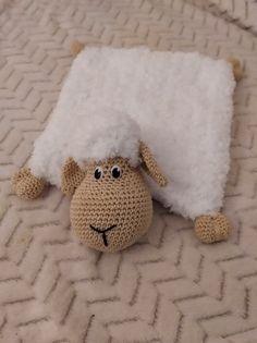Crochet World, Crochet Toys, Finger Crochet, Baby Sense, Crochet Rug Patterns, Baby Lovey, Baby Rattle, Doll Toys, Diy And Crafts