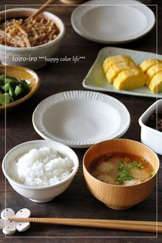 鶏団子とごぼうの入った具沢山みそ汁で「汁もの」+「主菜」に。 大皿で並べて、家族で取り分けて食べるのも楽しいですね。