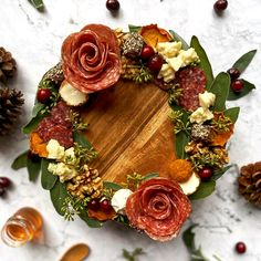 Charcuterie Recipes, Charcuterie And Cheese Board, Cheese Boards, Christmas Dinner Menu, Christmas Appetizers, Christmas Stuff, Christmas Time, Christmas Decor, Appetizers Table