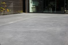 Terrasse en béton naturel et voiles apparents - Extradal - Béton poli