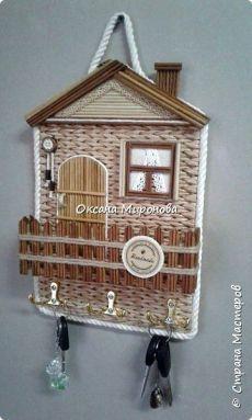 Paper Bag Crafts, Newspaper Crafts, Baskets On Wall, Wicker Baskets, Bicycle String Art, Wall Key Holder, Key Holders, Diy Concrete Planters, Basket Crafts
