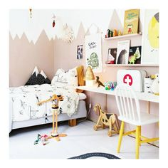 Kidsroom Inspo - We have always wanted to paint the nursery walls with a pattern like this fine example by @bloggaibagis what a cosy room!