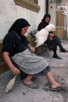 I have many thousands of images on my computer of all things fiberish, and from time to time as I'm browsing through them something will emerge as a common theme, feature, or phenomenon. I present to you one such: Romanian. Spinning Yarn, Hand Spinning, Romanian Women, Energy Saving Tips, Textile Fiber Art, Medieval, Winter Hats, Weaving, Textiles