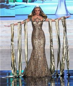 Miss Israel: Lina Makhuli marked her Jewish identity with an oversized Star of David resting on her cleavage and some interesting gold drapery hanging from her arms Dresser, Star Costume, Prom Dresses, Formal Dresses, Sexy, Halloween Costumes, Universe, Gowns, Stars