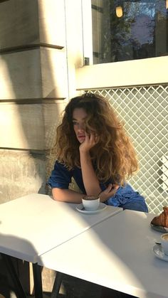 Look Your Absolute Best With These Beauty Tips Curly Hair Styles, Natural Hair Styles, Aesthetic Hair, Dream Hair, Pretty Hairstyles, Female Hairstyles, Hairstyles 2018, Mode Inspiration, Wavy Hair