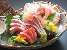 sashimi means sliced raw fishs.tuna,salmon,Shrimp  http://www.hakoniwa-west.com/  鳥取県境港直送『鮮魚造り五種盛り合せ』