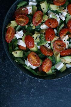 Salat med tomat og avocado mm.