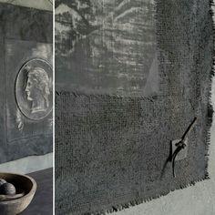 Wanddoeken van 100% linnen bewerkt met kalkverf. De standaardmaat is 85x65 cm. De doeken kunnen besteld worden in verschillende kle...