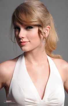 Taylor photographed for the Teen Choice Awards, 2011.