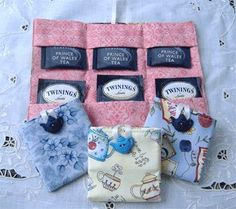 Crochet bags purses 322007442090243840 - teabag wallets- cute gift for a teacher! Source by tatahari Small Sewing Projects, Sewing Hacks, Fabric Crafts, Sewing Crafts, Birthday Gifts For Teens, Teen Birthday, Duck Tape Crafts, Wallet Tutorial, Diy Couture