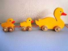 Wooden Toy Mama Duck & Babies - Pull Toy - Hand Painted - Great Toddler's First Toy - Easter Toy - Gift Kids - Classic Eco Friendly Kids Toy - Spielzeug Ideen Wooden Toy Train, Easter Toys, Pull Toy, Classic Toys, Wood Toys, Diy Toys, Wooden Diy, Wood Projects, Wood Crafts