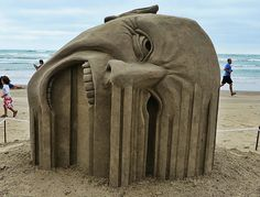 As esculturas de areia de Guy-Olivier Deveau