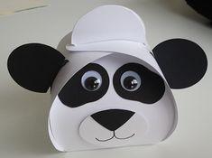 Panda doosje met een doosje smarties of rozijntjes. bestel op www.annemarievandoornik.nl