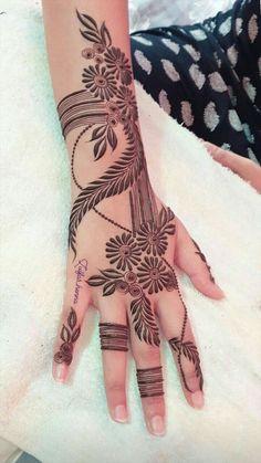 Traditional Henna Designs, Modern Henna Designs, Floral Henna Designs, Henna Tattoo Designs Simple, Back Hand Mehndi Designs, Mehndi Designs Book, Latest Bridal Mehndi Designs, Mehndi Designs For Girls, Mehndi Design Photos