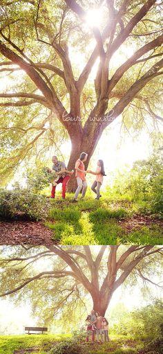 Family Photographer Tampa Florida :: Under the Oak Tree // Laura Winslow Photography » Phoenix, Scottsdale, Chandler, Gilbert Maternity, Newborn, Child, Family and Senior Photographer |Laura Winslow Photography {phoenix's modern photographer}