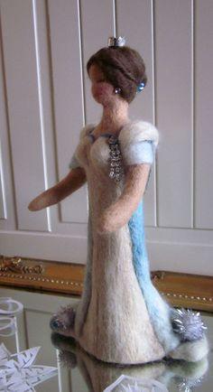 """*Diese sehr schöne Schneekönigin entstand für die AKR 4* Inspirationsquelle war das Märchen """"Die Schneekönigin"""" vonHans Christian Andersen Wie ic..."""
