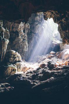 Cave in Ha Long Bay, Vietnam Beautiful World, Beautiful Places, Landscape Photography, Nature Photography, Places To Travel, Places To Visit, Ha Long Bay, Fantasy Landscape, Belle Photo