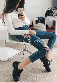 Embroidery jeans | fashion trends