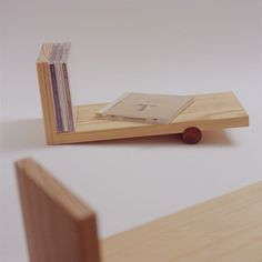Stand alone book shelf