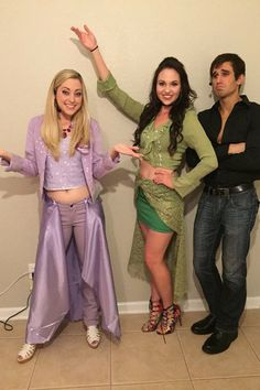 It's virtually that time people. Get hold of one of these Halloween costumes. Don't miss out on our collection of Halloween outfits to help kickstart your imagination. The Lizzie McGuire Movie Halloween Costume-Lizzie, Isabella, and Paolo. Pun Costumes, Punny Halloween Costumes, Hallowen Costume, Halloween Kostüm, Halloween Cosplay, Halloween Outfits, Costume Ideas, Couple Costumes, Hilary Duff Halloween Costume