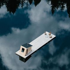 Scandinavian Cabin, Summer Cabins, Water Architecture, Tiny House Cabin, Boat House, Cabin In The Woods, Floating House, Cabins And Cottages, Cabin Design