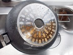 鍋底の焦げ付き、ル・クルーゼなどのホーロー鍋の汚れ、シンクの水垢はハイホームが一番良く落ちました!長時間ゴシゴシする必要もないので家事の時短にもなります♪ 【掃除】鍋の焦げつきもホーローの汚れもシンクの水垢も、一番ラクに落ちたクレンザー(uchiblog) Home Management, Cleaning, Plates, Slow Cooker, Licence Plates, Dishes, Griddles, Dish, Home Cleaning
