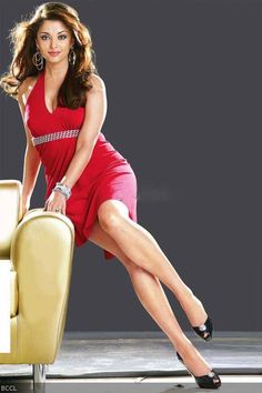 Aishwarya Rai Bachchan shows off highly toned and tanned legs, without making it look cheap. She is one of the many celebrities who redefine the young age right to her legs