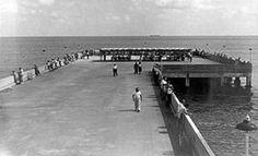 1950 – the South Beach fishing pier - Amazing Midcentury Photographs of Miami Best of Web Shrine South Beach, Miami Beach, Riva Boat, Miami Photos, Coral Gables, Fishing, Mid Century, Florida, Retro
