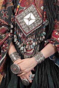 Inspiring Ideas for Boho & Hippie Style Jewelry Mode Hippie, Bohemian Mode, Bohemian Gypsy, Bohemian Style, Hippie Style, Hippy Chic, Boho Chic, Tribal Jewelry, Bohemian Jewelry