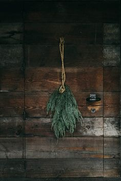 A natural wreath alternative via Beth Kirby of Local Milk. Just some found leaves and a thick piece of rope.
