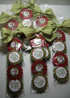 Peppermint patties in cellophane pretzel rods bags, with cute tag printouts and matching ribbon. Pinner is Stampin' Up demonstrator & her site is FULL of creative ideas for cards, gifts, invites, etc.