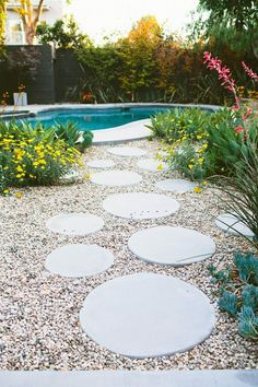 Having a pool sounds awesome especially if you are working with the best backyard pool landscaping ideas there is. How you design a proper backyard with a pool matters. Round Pavers, Round Stepping Stones, Stepping Stone Walkways, Paving Stones, Paver Path, Gravel Walkway, Stone Paths, Brick Walkway, Pool Diy