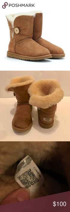 Bailey button short uggs WORN ONCE Great condition only worn no more than 3 times on a vacation and never needed them again since I'm living in Miami ! Has a little nick in the back of the right heel but other than that the pictures are here to show the condition. NO trades these are authentic. ☺️👍 reasonable offers only and no negotiate pricing in comment section please. No box 📦 size :6.5-7 in Women UGG Shoes Winter & Rain Boots