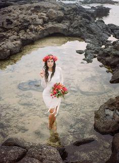 Tropical Hawaiian Bridal Inspiration | WarmPhoto Photography | Bridal Musings Wedding Blog