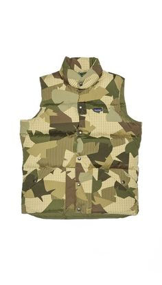 I really like the recent effort to revamp camouflage. This one is somewhere between banana leaves and desert camo. Penfield Outback camouflage down vest.