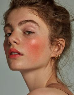 10 Best Mineral Sunscreen Options for the Summer Seasons - Portrait photography - Face Drawing Reference, Human Reference, Art Reference Poses, Photo Reference, Reference Photos For Artists, Female Reference, Make Up Looks, 3 4 Face, Photographie Portrait Inspiration