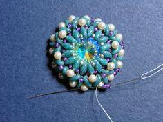 Beaded Girl: An Easy Way to Bezel a Rivoli with Superduos Beading Projects, Beading Supplies, Beading Tutorials, Beading Patterns Free, Beaded Jewelry Patterns, Bracelet Patterns, Seed Bead Jewelry, Bead Jewellery, Bead Earrings